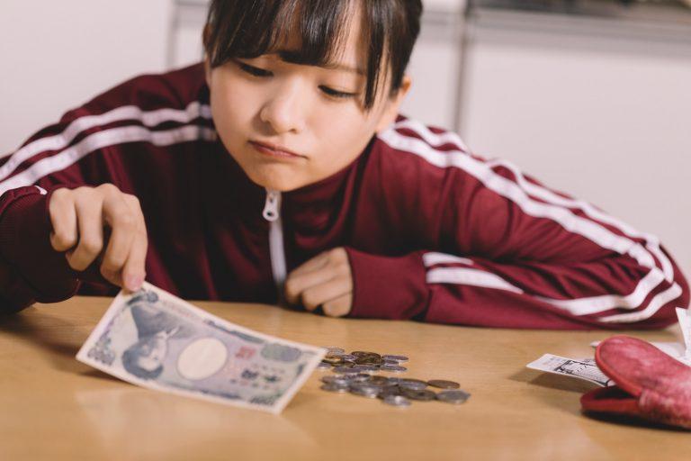 貧困で悩む女子