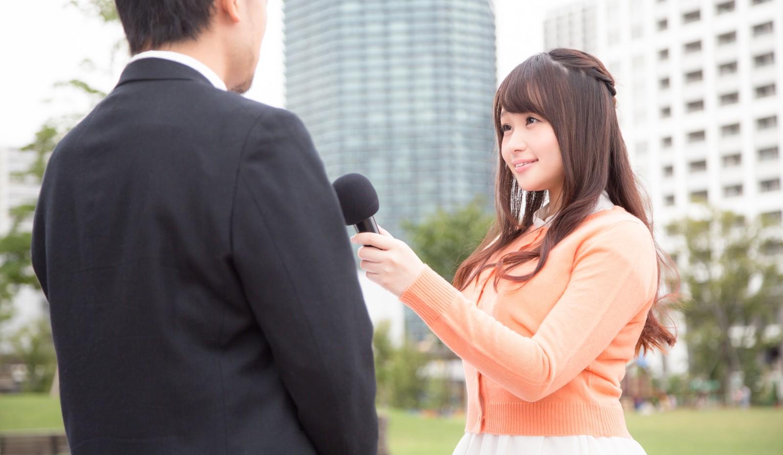 インタビューを受ける画像