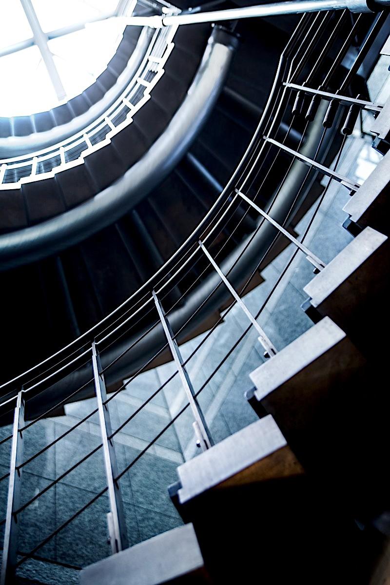 人生ぐるぐる螺旋階段の写真素材
